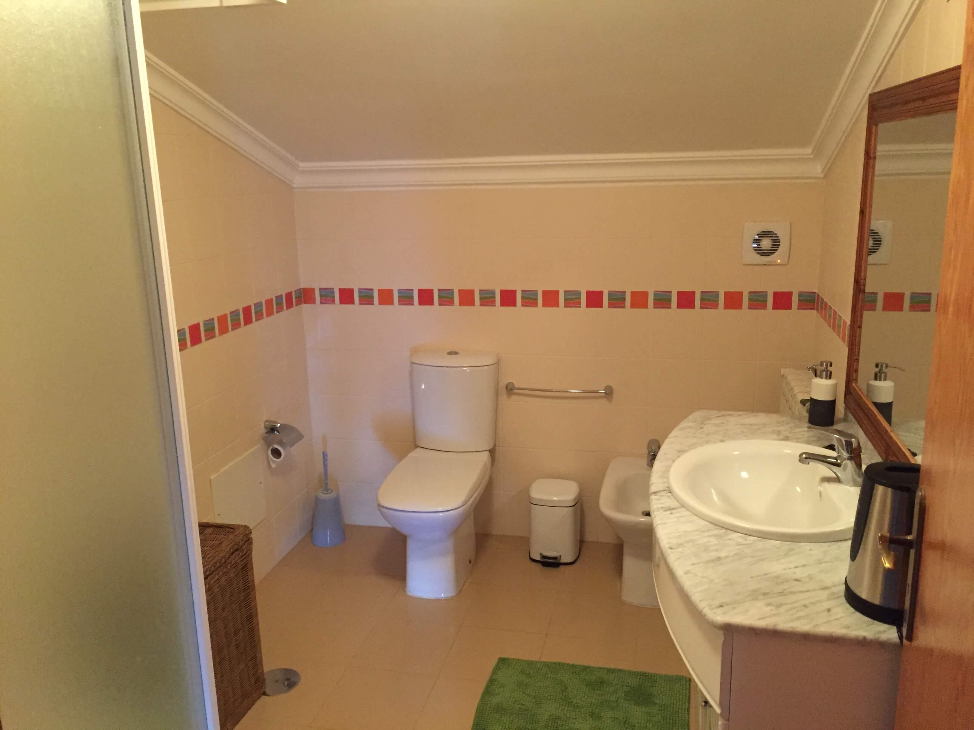 gezamenlijke badkamer boven