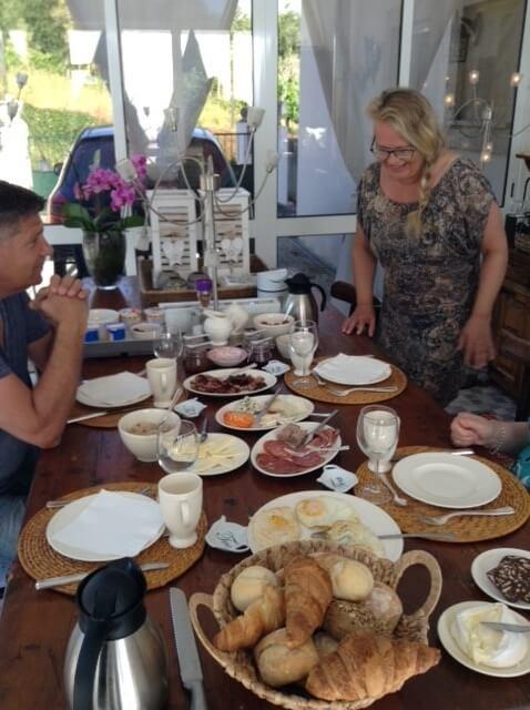 Casa Traca tevreden gasten aan het ontbijt