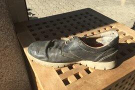 De schoen……….. wie past hem?