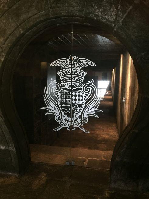 Toegang naar de schatkamer - de wijnkelder